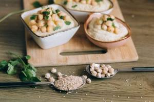 making hummus with sesame seeds
