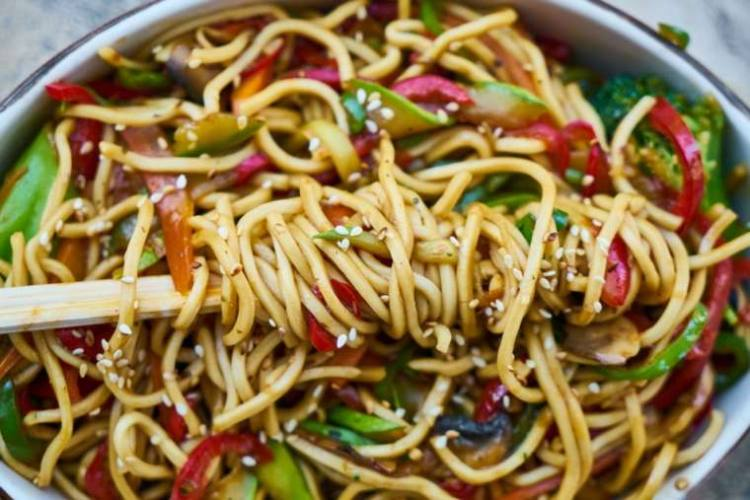 noodles with sesame seeds